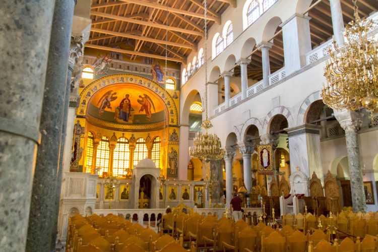 Базилика великомученика Димитрия Солунского-внутри
