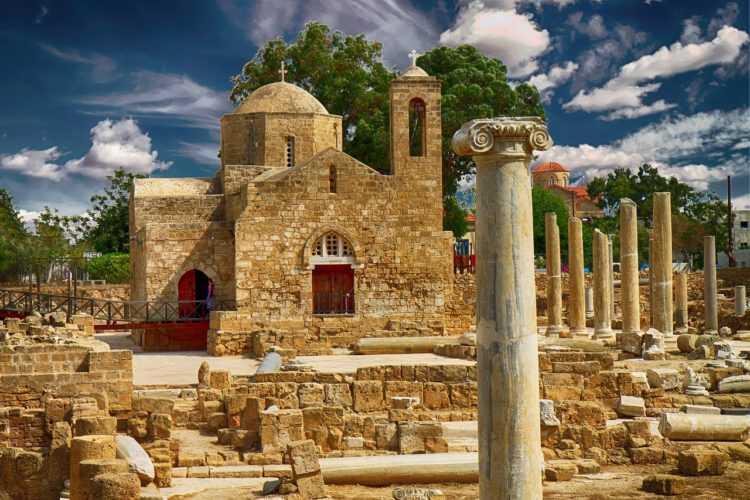 Разрушенный греческий правосланый храм