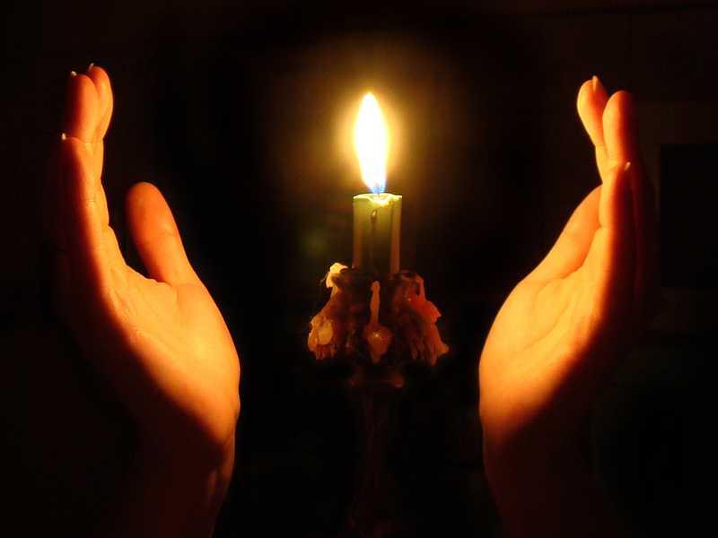 Чтение молитвы Отче Наш, моление о земных благах