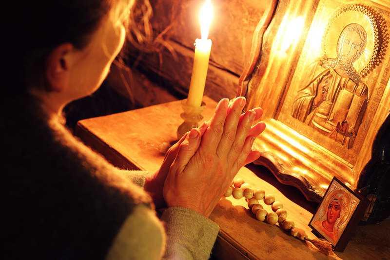 Какие молитвы читать утром