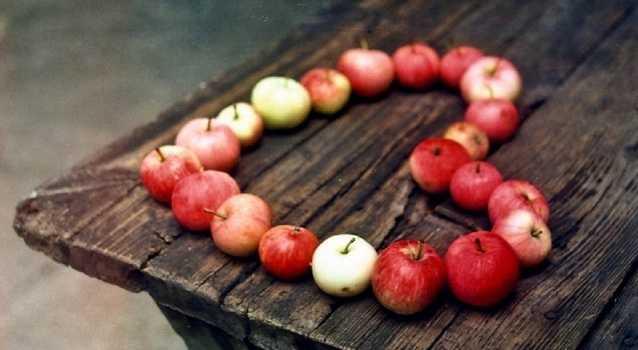 Обряд с яблоком