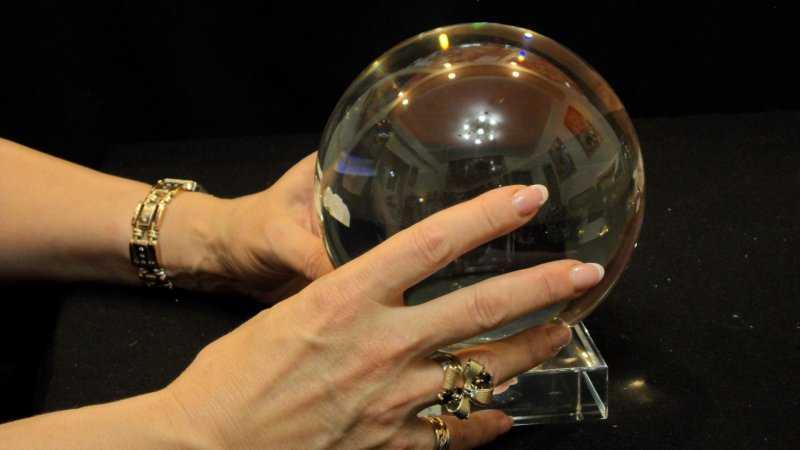 Хрустальный шар , инструмент ясновидения
