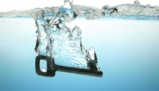 Ключ в воде
