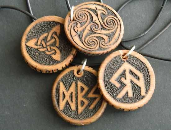 amulety-iz-dereva
