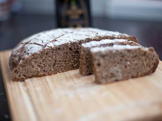 Кусочек серого хлеба