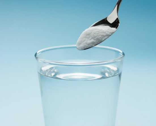 Стакан с водой и солью