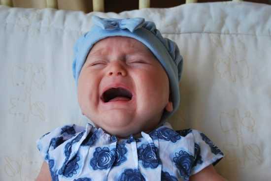 Избавление новорожденного от коликов с помощью молитв и заговоров