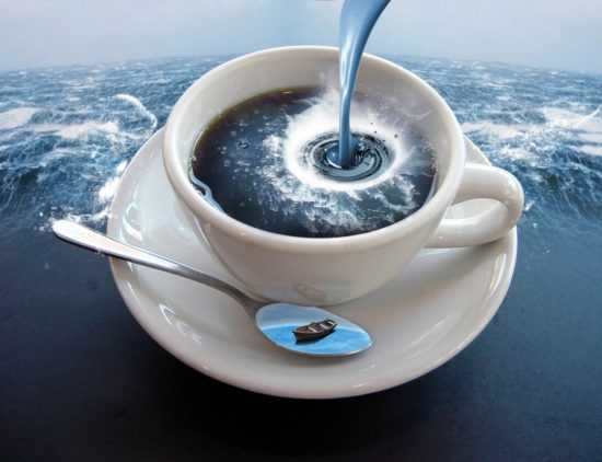 Морская вода в кружке