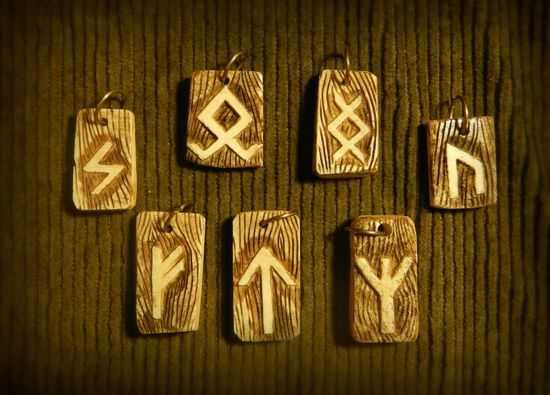 derevyannye-amulety