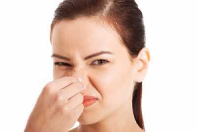 Чесать нос