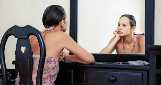 Сидеть перед зеркалом