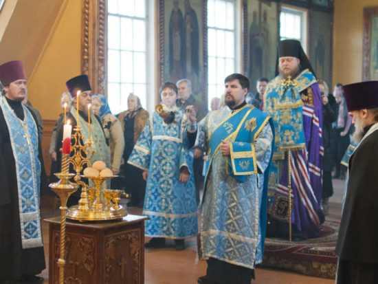 Голубые одеяния священнослужителей на Сретение Господне