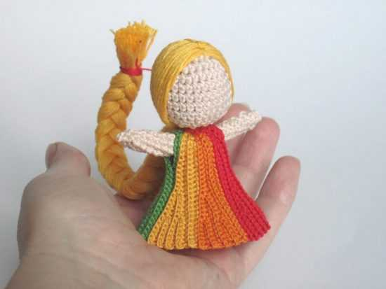 Самодельная вязаная кукла Масленица