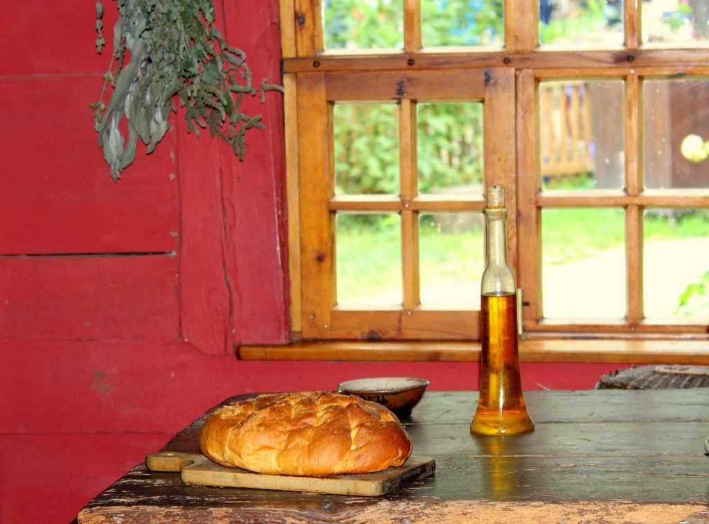 Хлеб у окна
