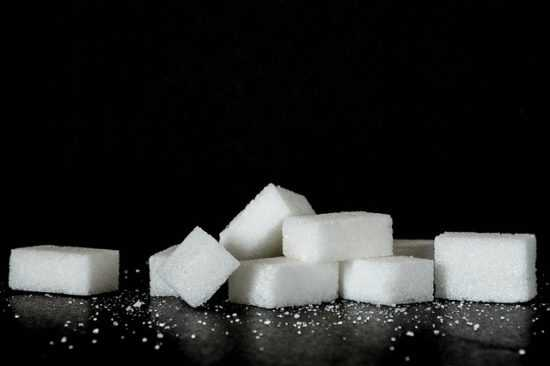 Заговоры Ванги, читаемые на сахар для привлечения денег и удачи