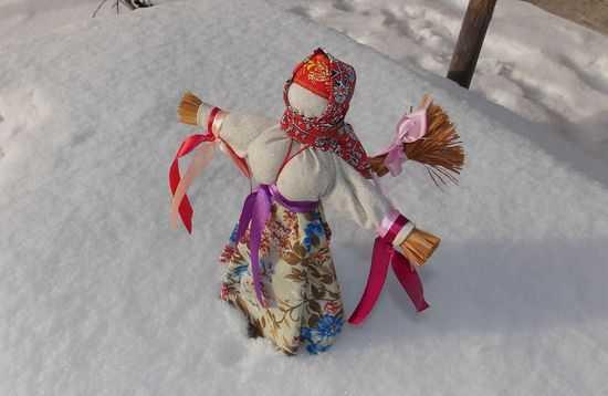 Кукла на Масленицуиз лыка