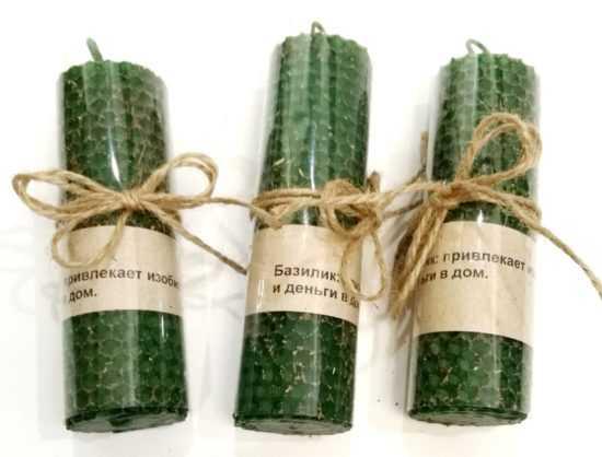 Зеленая свеча с базиликом