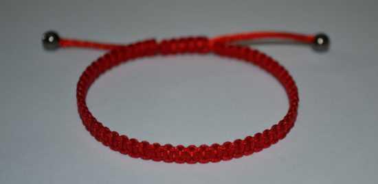 Браслет для детей из каббалы красная нить