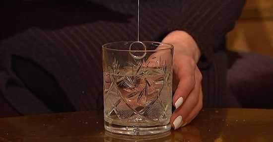 Стакан воды с кольцом