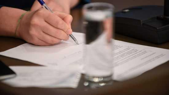 Подписать бумаги у начальника