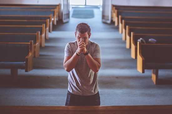 Молитва в церкви