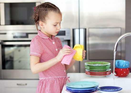 Ребенок разбил посуду