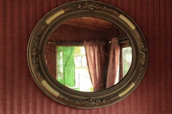 Как правильно читаются заговоры на обычное и разбитое зеркало