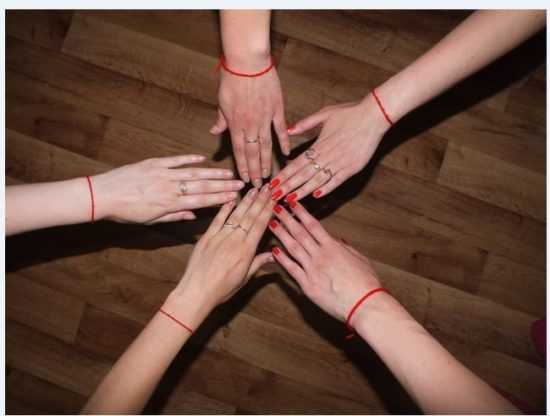 Что означает повязанная на левой руке красная нить