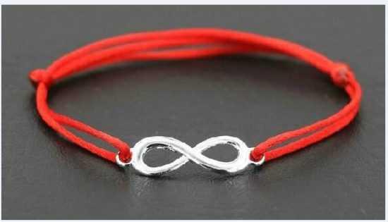Что означает красная нитка со знаком бесконечности