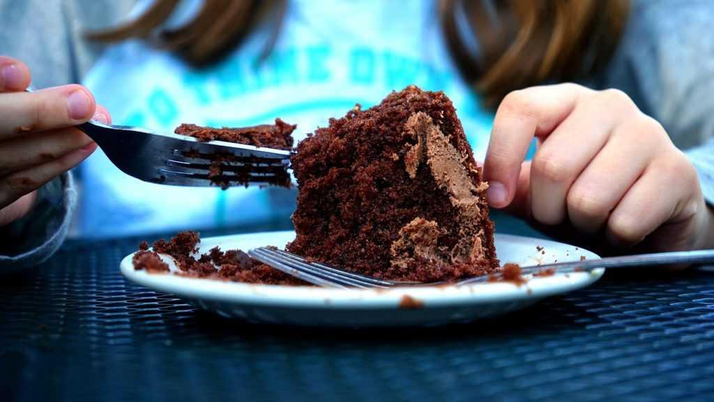 Ребенок есть торт