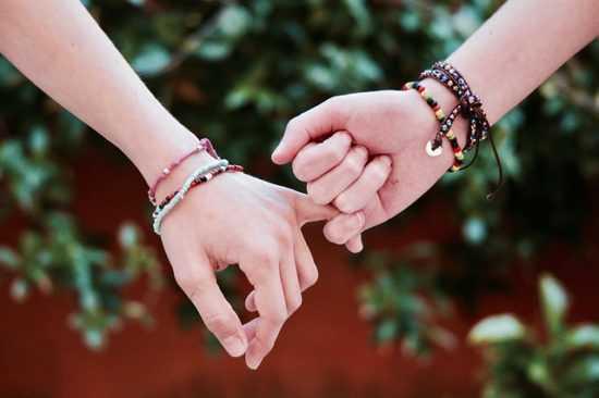 Как сделать мощный заговор на дружбу самостоятельно