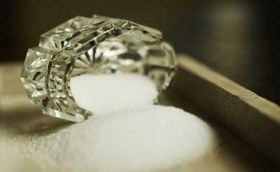 Соль и вода при заговаривании порога