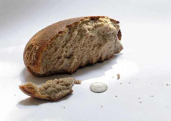 Черный хлеб и монета