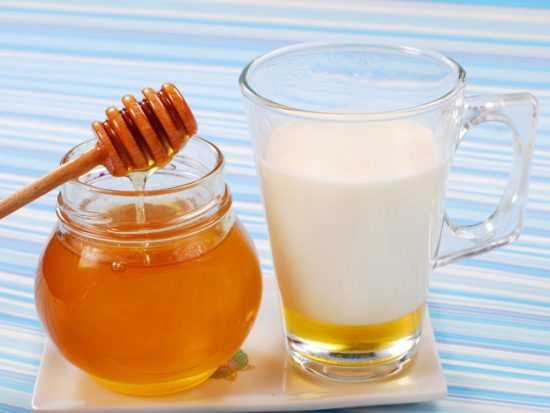 Стакан молока с медом