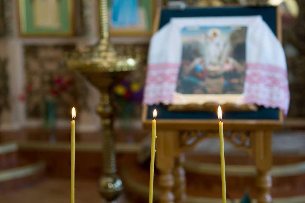 Освещенная свеча