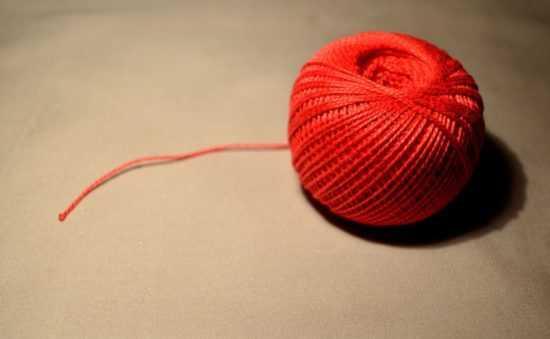 Клубок красных ниток