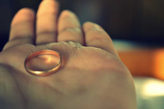 Кольцо на ладони