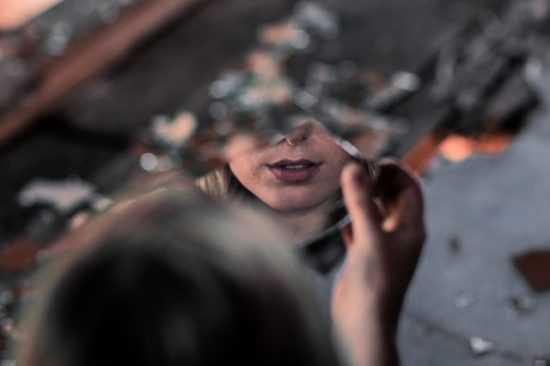 Заговор на зеркало, которое разбилось