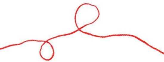 Отрезок шерстяной красной нити