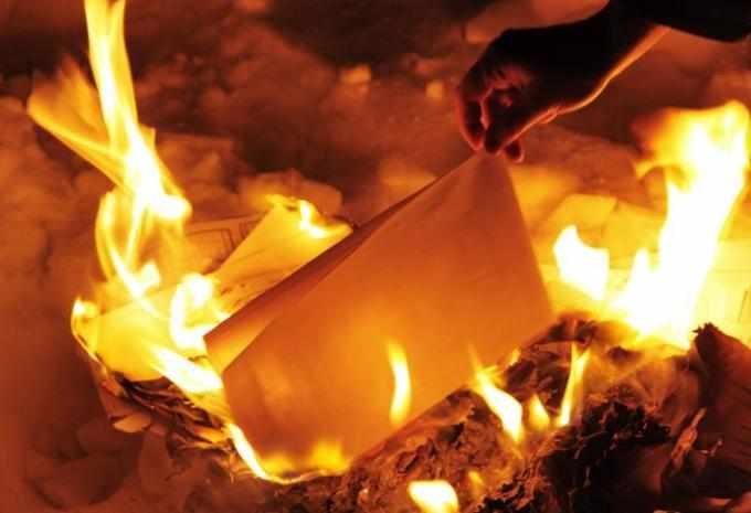 Можно ли сжечь ненужные фото