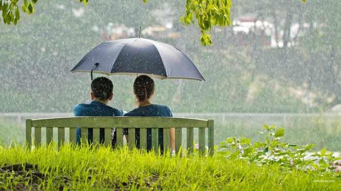 Пара под дождем
