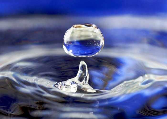 Заговор от порчи на святую воду
