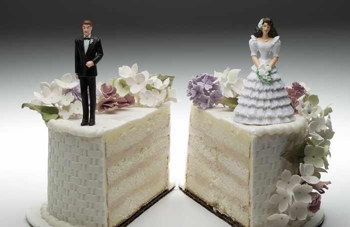 Разрезанный свадебный торт