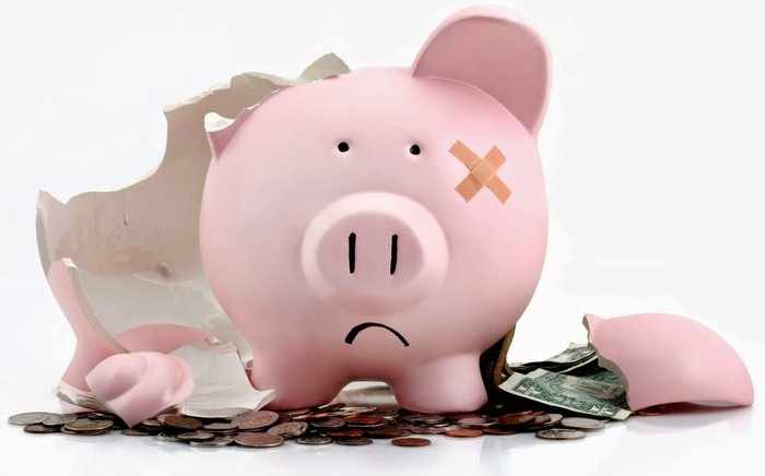 Разбитая копилка - символ тяжелого финансового положения