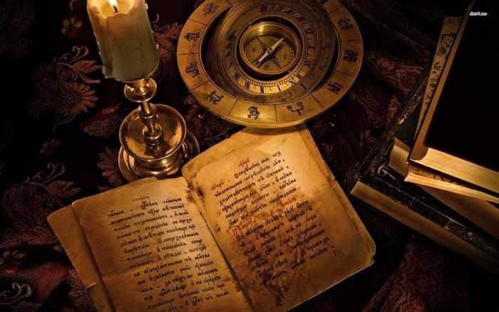 Книга заговоров на столе